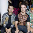 Joe et Kevin Jonas assistent au défilé Jeremy Scott printemps-été 2014 aux studios Milk. New York, le 11 septembre 2013.