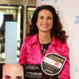 L'actrice de 55 ans Andie MacDowell lors d'un événement de charité organisé dans une parfumerie de Berlin avec la marque L'Oreal le 12 septembre 2013