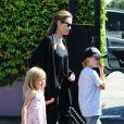 Angelina Jolie et ses filles Shiloh et Vivienne à Sydney, lors d'une après-midi de jeux le 15 septembre 2013