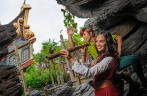 Valérie Bègue et Camille Lacourt : Les jeunes mariés complices à Disneyland