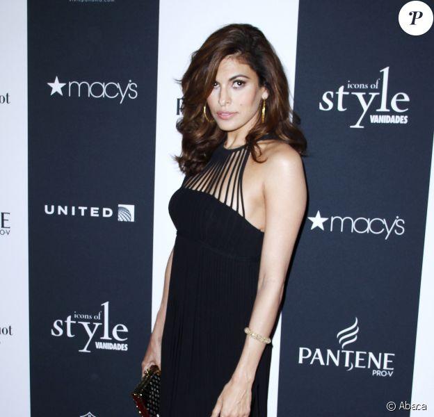 "Eva Mendes lors des ""Vanidades Hosts Icons of Style Awards"" à New York, le 19 septembre 2013."