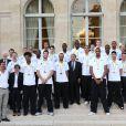Lionel Jospin, Valerie Fourneyron (Ministre des Sports), Mickael Gelabale, Tony Parker,François Hollande, Boris Diaw et l'équipe de France de basketau palais de l'Élysée le 23 septembre 2013
