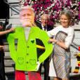La reine Mathilde de Belgique à Hasselt le 24 septembre 2013 dans le cadre de la tournée ''Joyeuses entrées''. Pour une fois, le roi Philippe flashe plus qu'elle.