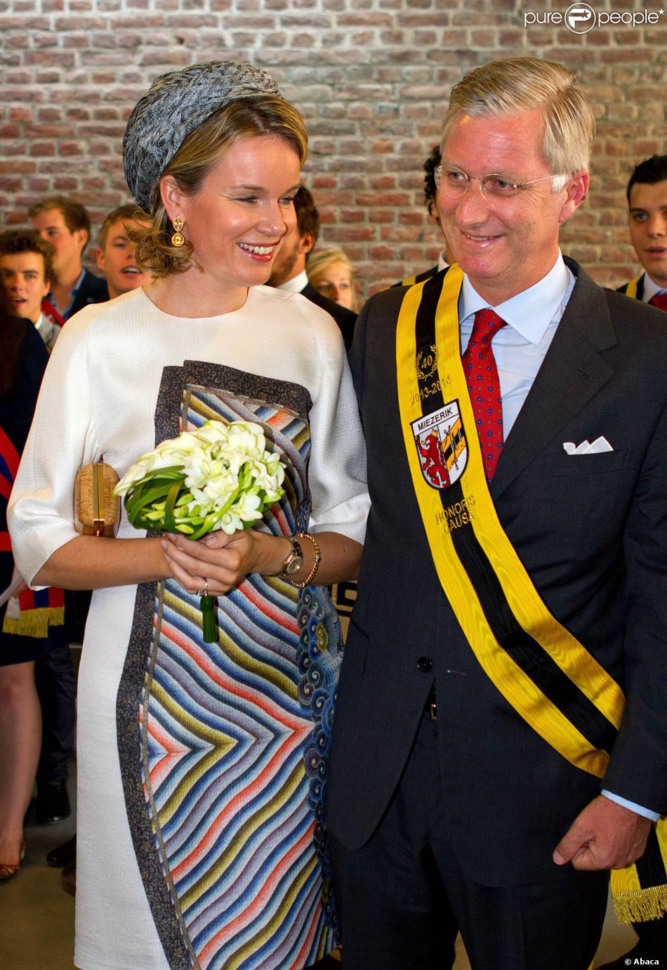 Le roi Philippe et sa femme la reine Mathilde de Belgique à Hasselt le 24 septembre 2013 dans le cadre de leur tournée inaugurale ''Joyeuses entrées''