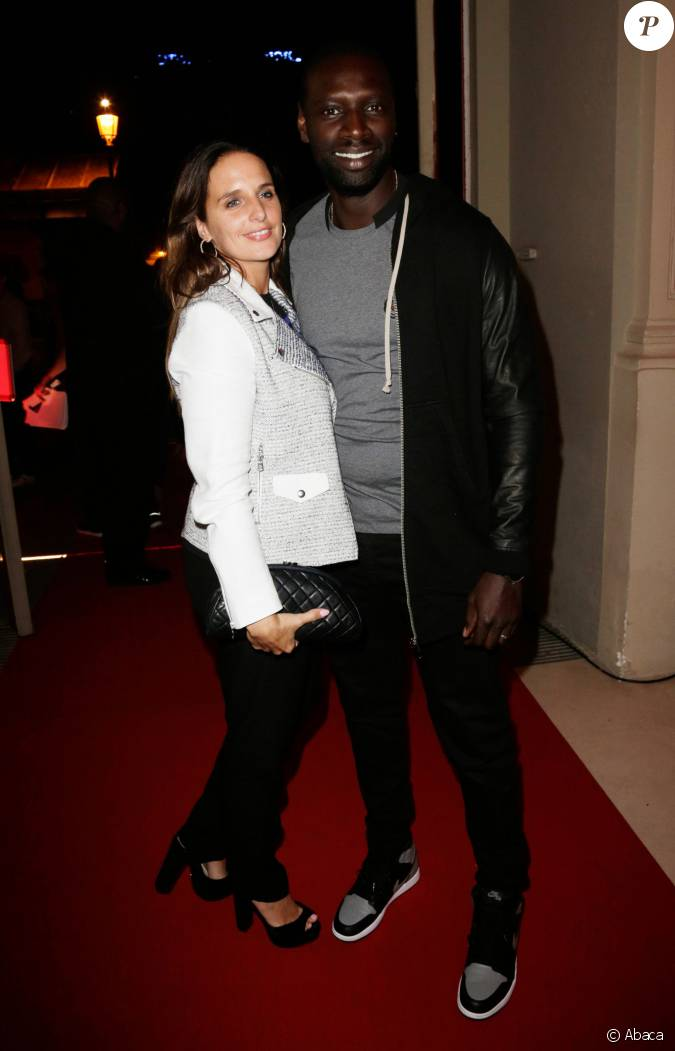 omar sy et sa femme h l ne lors de la soir e fifa paris le 23 septembre 2013. Black Bedroom Furniture Sets. Home Design Ideas