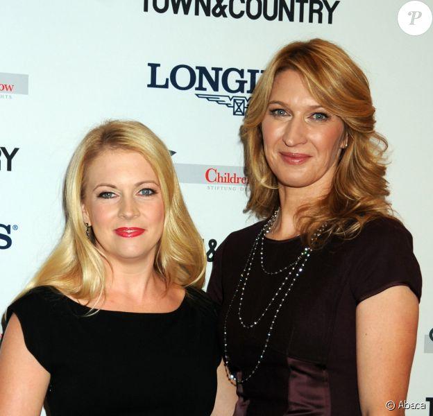 Steffi Graf et Melissa Joan Hart lors des Longines Women Who Make A Difference Awards à la Hearst Tower de New York le 26 septembre 2013