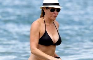 Chelsea Handler célibataire ? À 38 ans, elle joue les bombes sur la plage !
