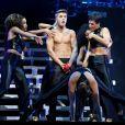 Justin Bieber, torse nu en concert à Pekin en Chine, le 29 septembre 2013.