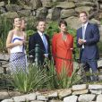 Le prince Harry avec la famille du Premier ministre Tony Abbott, notamment ses deux sculpturales filles tout émoustillées, à Sydney le 5 octobre 2013