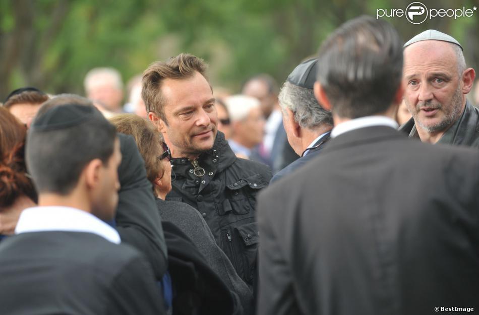 David Hallyday lors des obsèques de Jean-Pierre Pierre-Bloch au cimetière du Montparnasse à Paris, le 2 octobre 2013