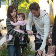 Alyson Hannigan, son mari Alexis Denisof et leurs filles Satyana et Keeva sortent de leur hotel à New York, le 8 mai 2013.