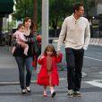 Alyson Hannigan et Alexis Denisof avec leurs filles Keeva et Satyana à New York, le 8 mai 2013.