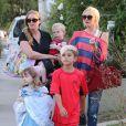 """""""Gwen Stefani se rend à un goûter d'anniversaire avec son fils Kingston et une amie. Los Angeles, le 5 octobre 2013."""""""