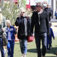 Gwen Stefani enceinte et son mari Gavin Rossdale emmènent leurs fils Kingston et Zuma au Pumpkin Patch a Lake Arrowhead, le 13 octobre 2013.