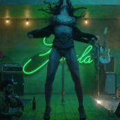 Freida Pinto : Strip-teaseuse brûlante avec Bruno Mars dans le torride 'Gorilla'