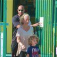 Exclusif -  Kendra Wilkinson avec son compagnon Hank Baskett et leur fils Hank à Los Angeles, le 23 avril 2013.
