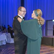 Prince Albert : Sans Charlene, il danse avec la James Bond Girl Ursula Andress