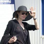 Angelina Jolie : Sans soutien-gorge et en transparence, la star assure