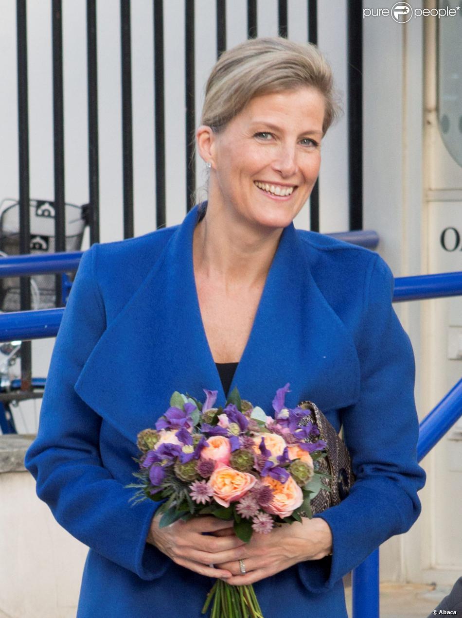 La comtesse Sophie de Wessex à l'Université de Bristol le 23 octobre 2013 en tant que marraine de The Healing Foundation, venue soutenir le projet Cleft Gene Bank de constitution d'une base de données ADN pour aider la recherche sur les fentes labiales et palatines.