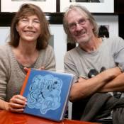 Jane Birkin et son frère Andrew signent leur album de famille