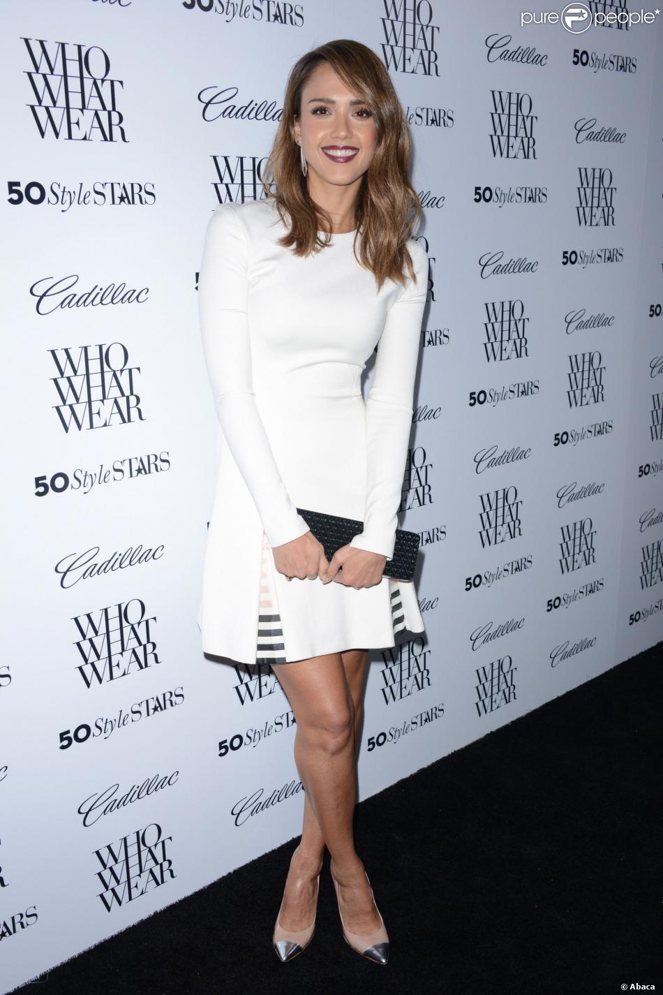 Jessica Alba, ravissante en robe Wes Gordon, assiste à la soirée 50 Style Stars organisée par le site Who What Wear à l'hôtel London West Hollywood. Los Angeles, le 24 octobre 2013.