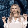 Britney Spears et son balai dans un sketch spécial Halloween sur la chaîne anglaise BBC 1.