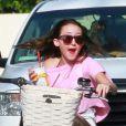 Noah Cyrus en vélo dans les rues de Los Angeles, le 4 mai 2013.