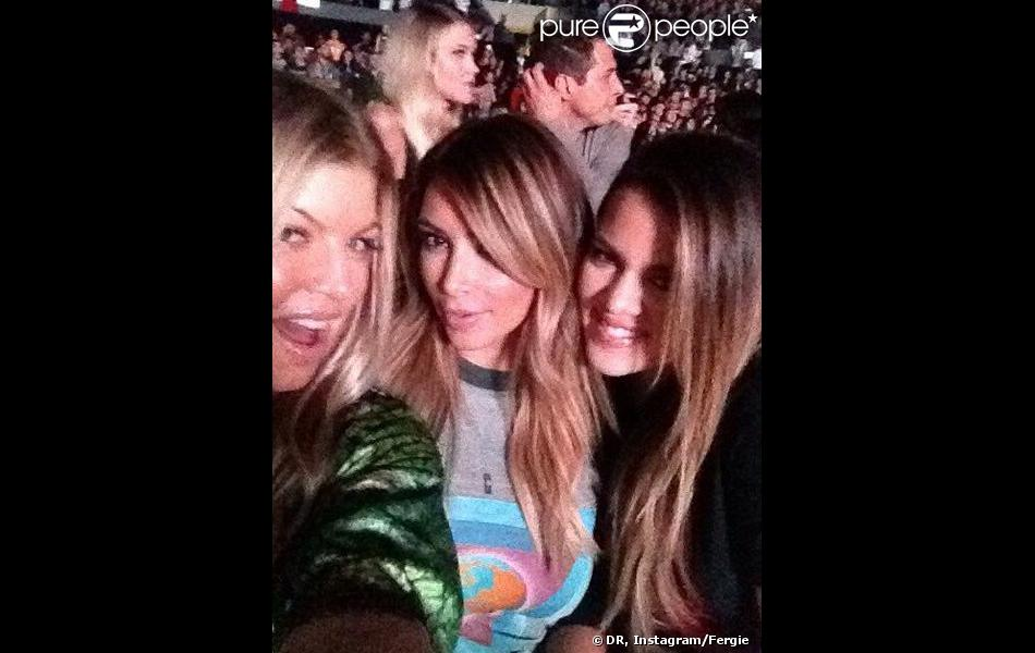 Fergie avec Kim Kardashian et Khloé Kardashian au concert de Kanye West, mardi 29 octobre 2013.