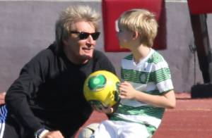 Rod Stewart : Papa poule complice pour un foot avec ses fils Alastair et Sean