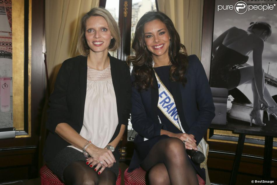 Sylvie Tellier, enceinte de cinq mois, et Marine Lorphelin, Miss France 2013 : rayonnantes lors du lancement de la ligne de parfum Inessance Miss France, au Fouquets le 5 novembre 2013