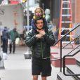 """ Orlando Bloom et son fils Flynn se baladent à New York le 5 novembre 2013. """