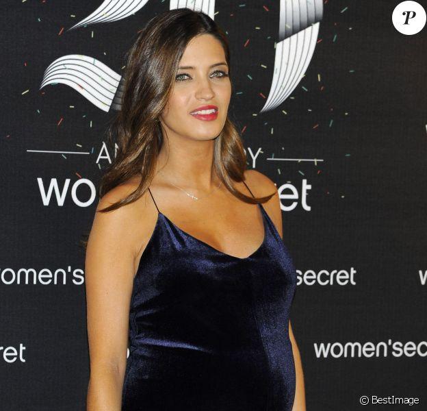 Sara Carbonero, enceinte, au 20e anniversaire de la marque Women'secret à Madrid le 6 novembre 2013.