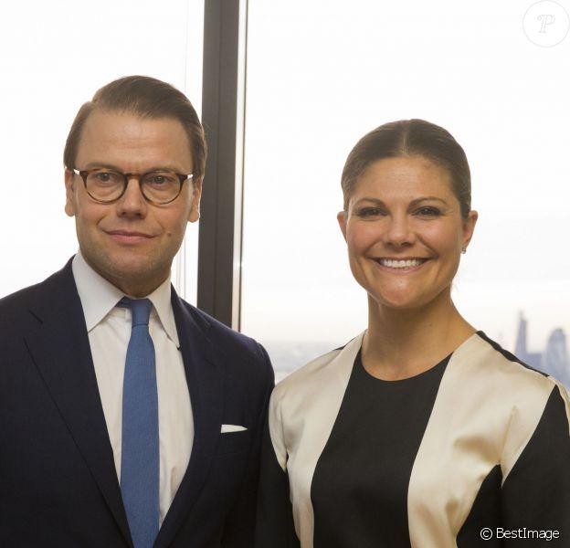 Le prince Daniel et la princesse Victoria de Suède lors d'une visite officielle à Londres, le 7 novembre 2013 au Level 39 de la Tech City