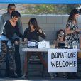 """""""Les membres de la famille Kardashian lors de leur vide-grenier dans le quartier de Woodland Hills, à Los Angeles. Les bénéfices de la vente seront reversés à deux associations caritatives. Los Angeles, le 10 novembre 2013."""""""