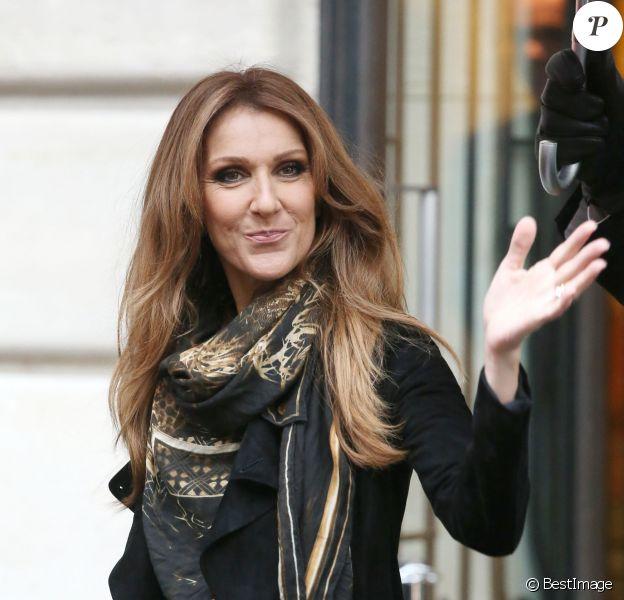 Céline Dion sort de son hôtel parisien, le 12 novembre 2013.