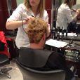 Cyril Hanouna au salon de coiffure de Franck Provost afin de procéder à sa décoloration, après avoir perdu son pari dans Touche pas à mon poste. A Paris le mercredi 20 novembre 2013.
