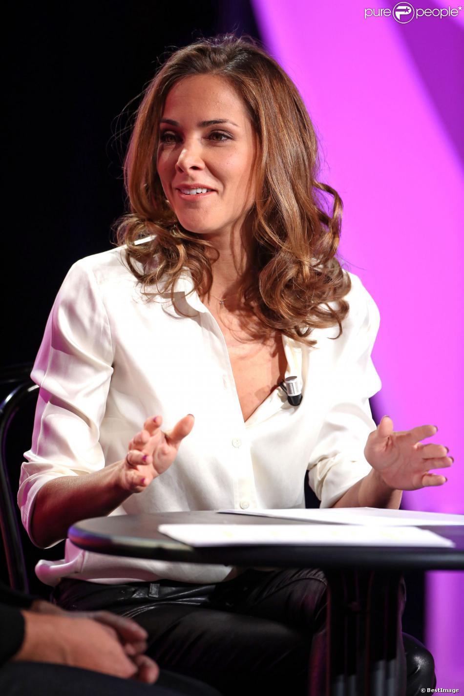 """Melissa Theuriau lors de l'enregistrement de l'émission de Noël """"La grande librairie"""" aux Folies-Bergères à Paris, le 18 novembre 2013"""