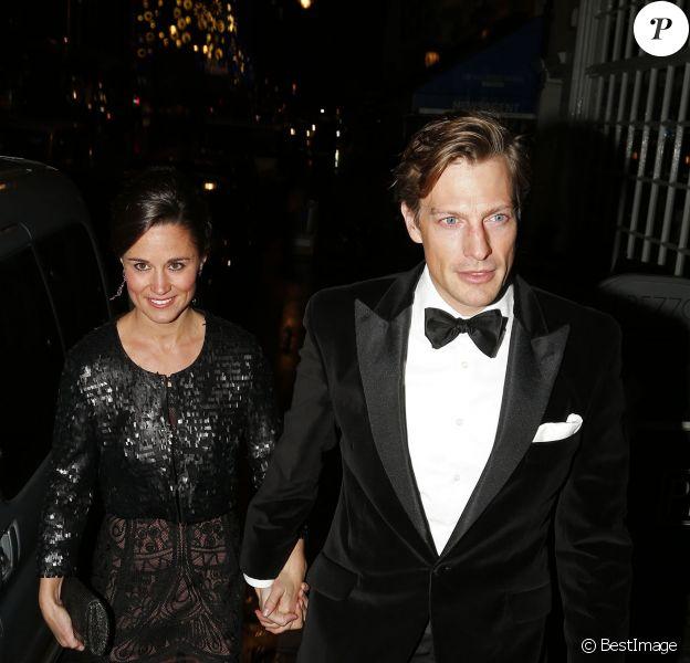"""Pippa Middleton et son compagnon Nico Jackson se rendent au dîner """"Sugarpum"""" à Londres, le 20 novembre 2013."""