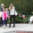 Denise Richards avec ses filles Sam et Lola et une amie dans les rues de Beverly Hills, le 23 novembre 2013