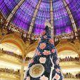 """Exclusif - Inès de la Fressange dédicace le livre """"Roger Vivier"""" aux Galeries Lafayette à Paris. Le 25 Novembre 2013"""