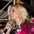 Britney Spears, bouquet de fleurs à la main, au Planet Hollywood pour la soirée de lancement de sa résidence à Las Vegas pour deux ans de concerts, le mardi 3 décembre 2013.