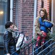 Keri Russell et son mari Shane Deary, séparés mais en bons termes, de retour au domicile de l'actrice avec leur fille Willa. New York, le 7 décembre 2013.
