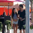 Nabilla Benattia et son compagnon Thomas Vergara se promènent dans les rues de Hollywood, le 25 aout 2013.