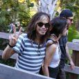 Steven Tyler avec ses filles Mia, Liv et Chelsea et des amis se promènent à Miami, le 8 décembre 2013.