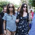 Steven Tyler et ses filles Mia, Liv et Chelsea et leurs amis se promènent à Miami, le 8 décembre 2013.