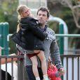 Ben Affleck et sa fille aînée Violet, 8 ans, assistent à un pique-nique dans un parc de Los Angeles. Le 8 décembre 2013.
