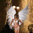 Karlie Kloss en plein shooting à Paris pour Victoria's Secret, le 18 septembre 2013.