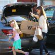 Jennifer Garner avec sa jolie Violet font du shopping au Brentwood Country Mart à Brentwood le 14 decembre 2013.