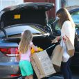 Jennifer Garner et sa fille Violet lors d'une virée shopping au Brentwood Country Mart à Brentwood le 14 decembre 2013.