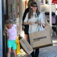 Jennifer Garner et sa jolie Violet font du shopping au Brentwood Country Mart à Brentwood le 14 decembre 2013.